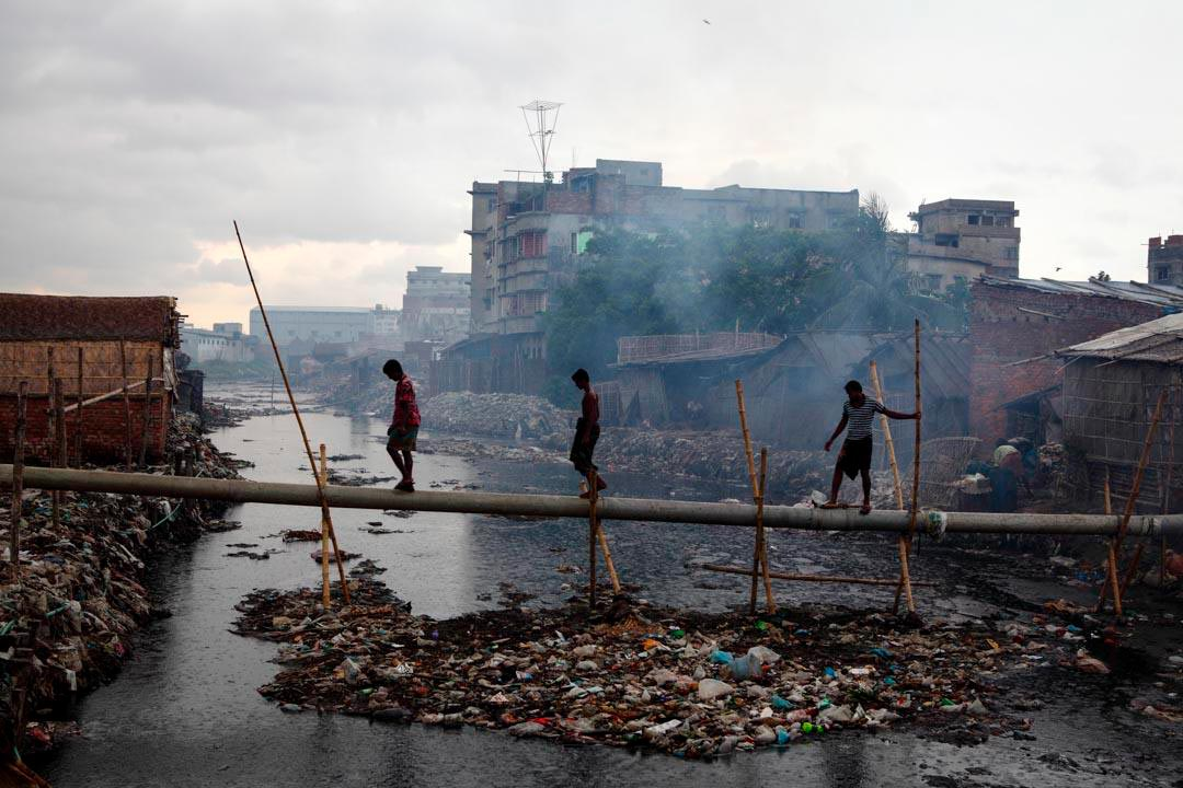 Tannaries wastewater discharges pollute Buriganga River in Bangladesh