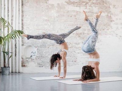 abbigliamento sportivo sostenibile Yoga Democracy